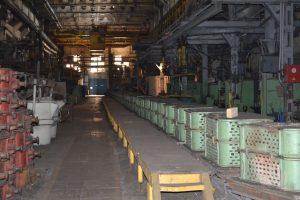 литейный конвейер с формами-min,литье чугуна в землю