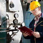 Ионструкция по охране труда инженера-инженер проверяет технологию