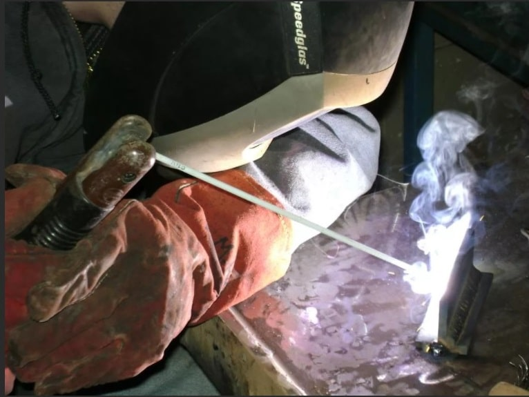 Электросварщик ручной сварки, Ручная электросварка